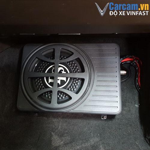 Lắp đặt loa sub DLS xe Vinfast